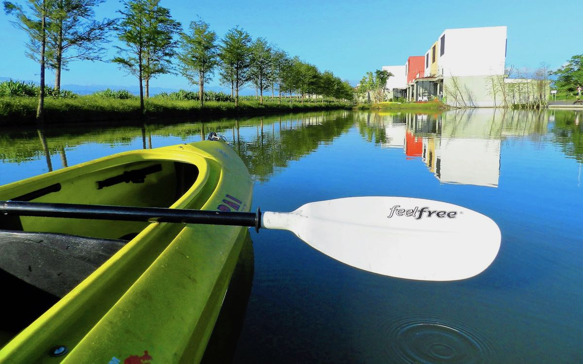 私人湖泊裡享獨木舟划行樂趣